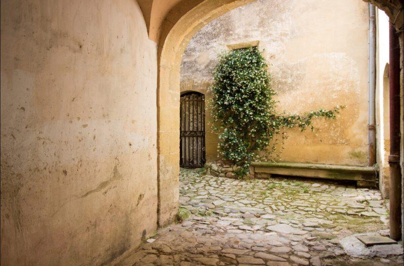 Luberon villages Provence France Rent-Our-Home rentourhomeinprovence Lourmarin Le Nid d'Hirondelles