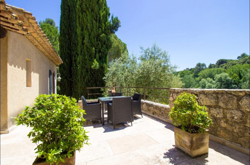 Luberon villages Provence France Rent-Our-Home rentourhomeinprovence Lourmarin Villa Nirvana