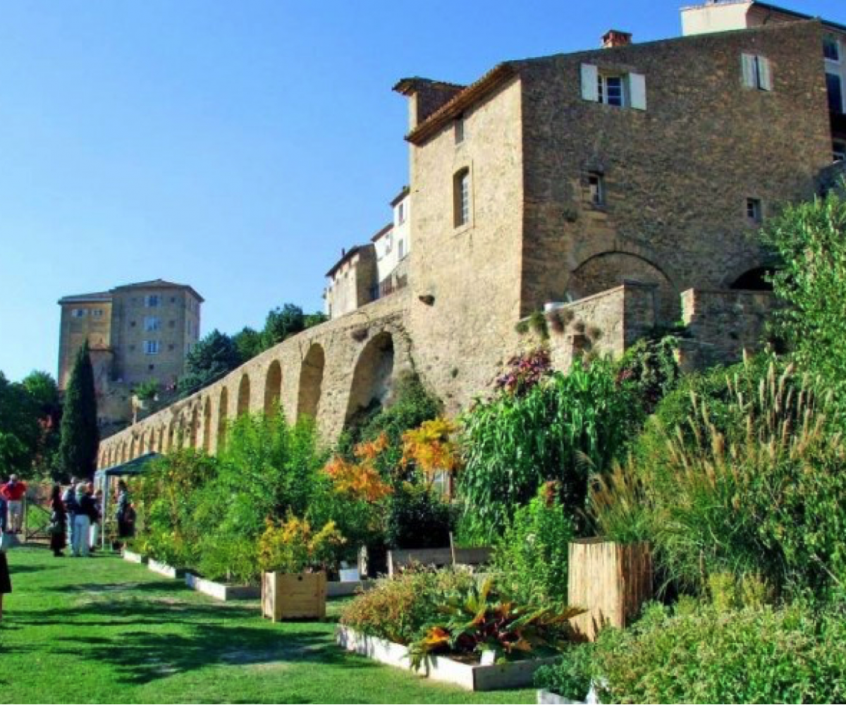 The terraced gardens in front of the Lauris château. Luberon villages Provence France Lourmarin Rent-Our-Home rentourhomeinprovence