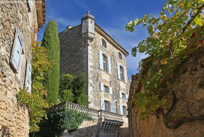 luberon villages Provence France Lourmarin Rent-Our-Home rentourhomeinprovence Menerbes